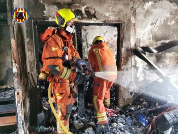 Los bomberos apagan el incendio declarado en Algemesí