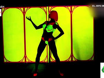 El baile de Pilar Rubio con luz negra y pintura fluorescente en 'El Hormiguero'
