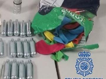 Alertan del peligro del gas de la risa tras saltar al vacío dos jóvenes después de consumirlo en Marbella