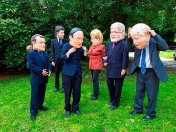 Unos manifestantes protestan durante la cumbre del G7 en Cornualles.