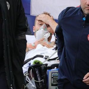 Christian Eriksen abandona consciente el Dinamarca-Finlandia tras caer desplomado