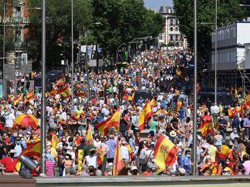 Vista general de la calle Génova durante de la concentración convocada por la plataforma Unión 78