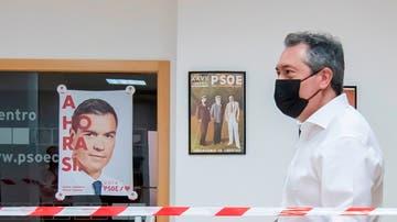 Juan Espadas acude a votar en el día de las primarias del PSOE andaluz