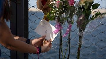 Flores en el puerto de Tenerife por las niñas asesinadas