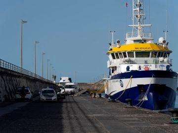 El buque Ángeles Alvariño, atracado en el muelle de Santa Cruz de Tenerife