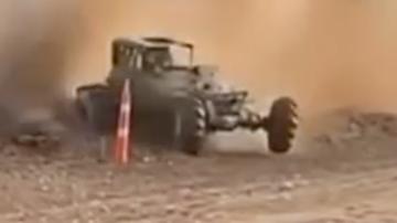 Un vehículo pierde el control en un rally de Texas