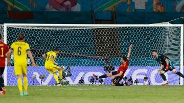 Marcus Berg falla un gol a puerta vacía en el partido de la Eurocopa entre España y Suecia