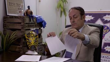 Tensión en El Jefe Infiltrado: el dueño de La Mordida rompe en la cara de una empleada su contrato de trabajo