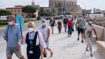 Pasajeros a su llegada al puerto de Palma de Mallorca