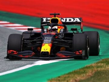 Verstappen logra los mejores tiempos en FP1 y FP2