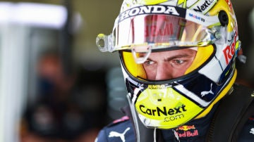 Max Verstappen, bajo su casco