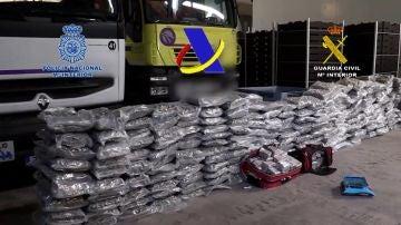 Desmantelada una organización que quería introducir 12 toneladas de hachís en narcolanchas en la costa levantina