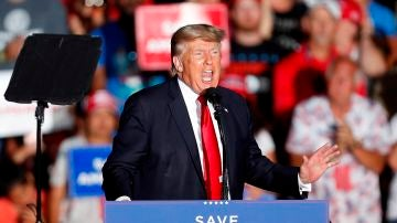 """Trump vuelve con su 'gira de la venganza' y carga contra Biden: """"Nos ha inundado de migrantes ilegales"""""""