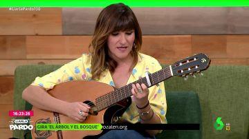 Rozalén canta en directo 'A tu vida': esta es su emocionante actuación en el plató de Liarla Pardo
