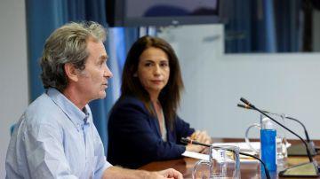 El director del Centro de Coordinación de Alertas y Emergencias Sanitarias, Fernando Simón, y la secretaria de Estado de Sanidad, Silvia Calzón.