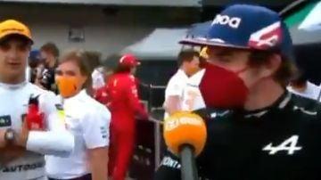 Fernando Alonso 'adelanta' a Lando Norris en zona mixta