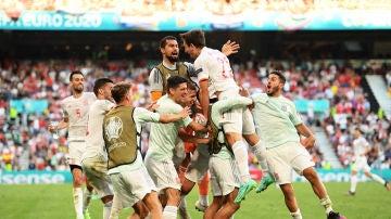 España celebra un gol ante Croacia