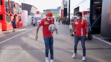 El divertido 'que no caiga' de Carlos Sainz y Leclerc en el paddock del GP de Estiria
