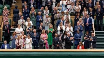 El público de Wimbledon ovaciona a Sarah Gilbert, creadora de la vacuna de Astrazeneca