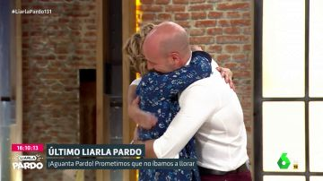 """El emotivo abrazo entre Cristina Pardo y Gonzalo Pardo tras entrevistar a sus padres: """"¡Solo pedí que no saliera mi familia!"""""""