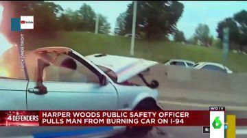 Las espeluznantes imágenes del rescate de un hombre atrapado en un coche ardiendo