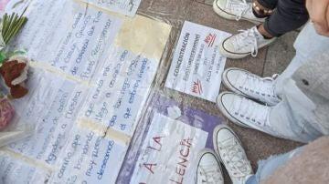 Amigos de Samuel en el homenaje espontáneo en A Coruña