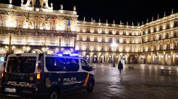 Una unidad de la Policía Nacional en la Plaza Mayor de Salamanca