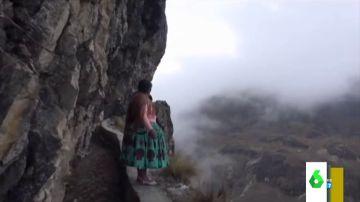 El espeluznante vídeo en el que una youtuber recorre 'el camino de la muerte'