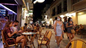 Cataluña cierra el ocio nocturno en interiores por la escalada de contagios