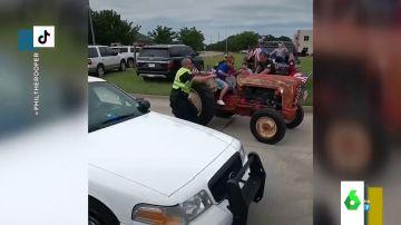 La surrealista persecución de la policía estadounidense a una mujer que lograba huir en tractor y a 10km/h