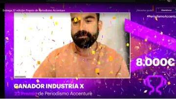 Hugo Domínguez, periodista de laSexta, en la recogida del Premio de Periodismo Accenture