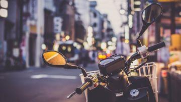 Imagen de archivo de una moto aparcada.