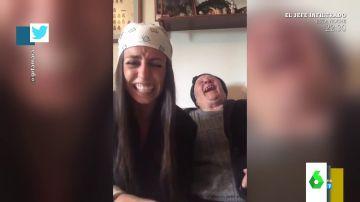 """La desternillante broma de una nieta a su abuela: """"Me ha dado un ataque de risa"""""""