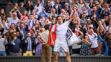 Roger Federer se despide del público de Wimbledon tras su eliminación ante Hurkacz