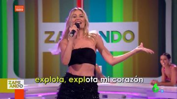 La actuación de Renata Zanchi en directo al ritmo de 'Explota, explota, me explo' en homenaje a Raffaella Carrà