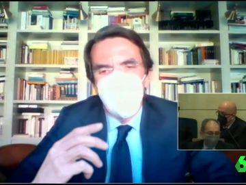 Vídeo manipulado - El momento en el que Aznar se pone a cantar en plena Audiencia Nacional