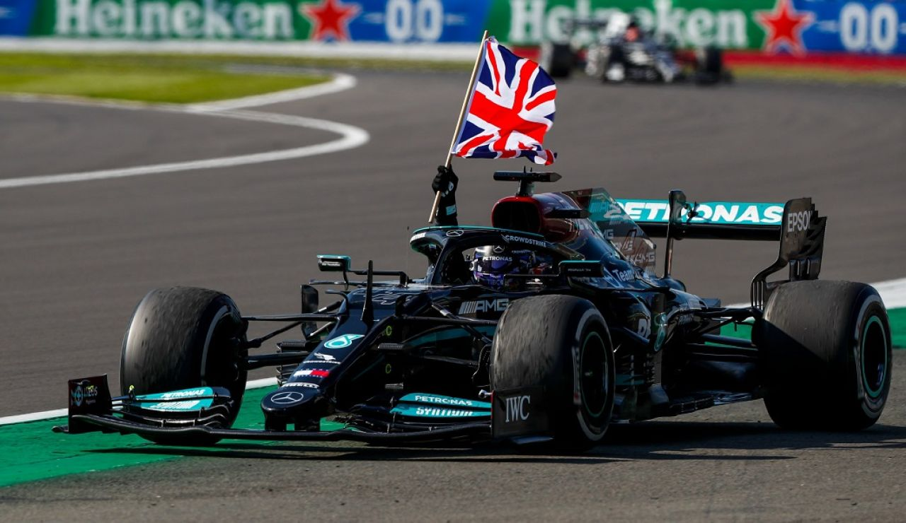 Lewis Hamilton ganó por primera vez desde España