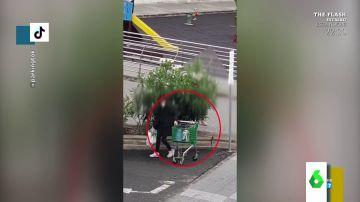 Los divertidos vídeos 'documentales' de personas tratando de mover carros de la compra bloqueados
