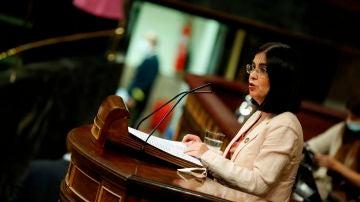 La ministra de Sanidad Carolina Darias, durante su intervención en el pleno que este miércoles celebra el Congreso