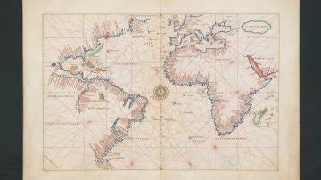 Detalle de uno de los mapas del interior del atlas portulano recuperado.