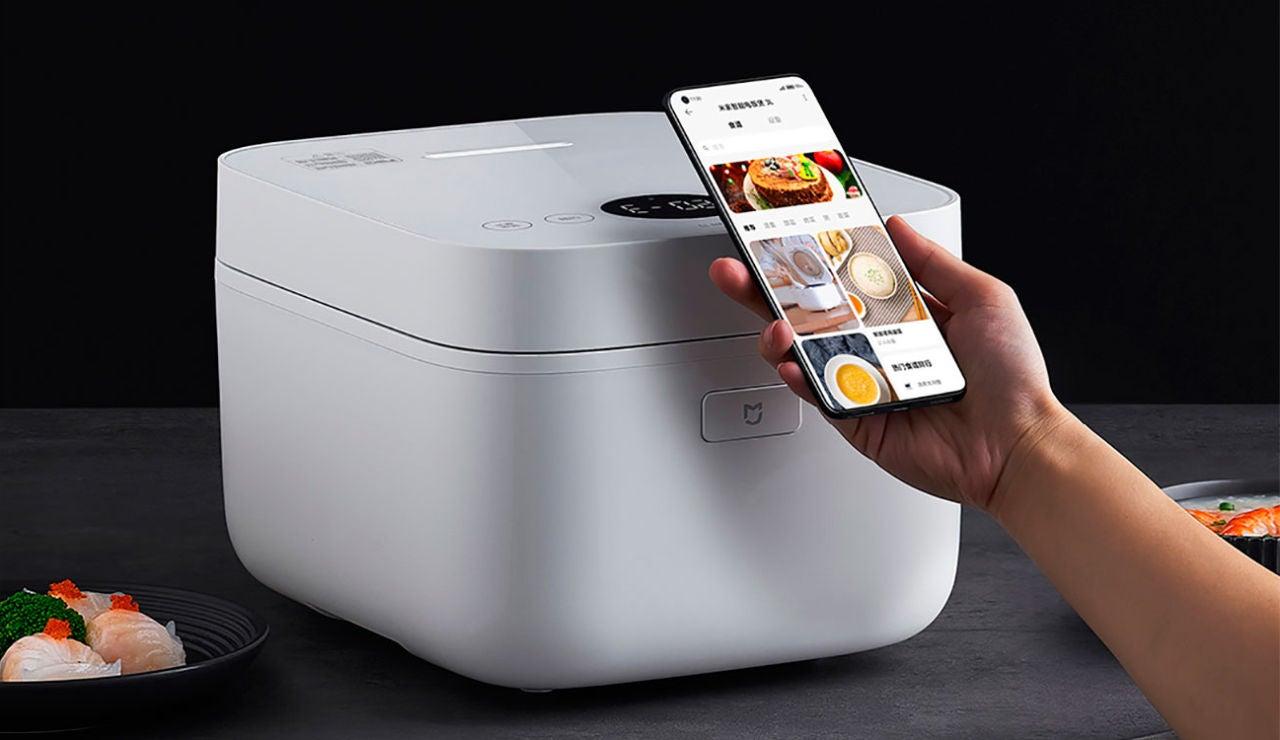 Xiaomi tiene una nueva arrocera que se conecta al móvil, con pantalla OLED y NFC