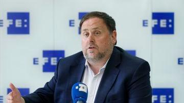 El presidente de ERC, Oriol Junqueras, atiende a EFE