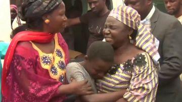 Estudiantes se reencuentran con sus familias en Nigeria