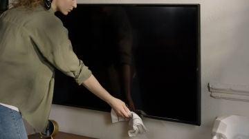 Cómo limpiar la pantalla de tu tele o del ordenador sin que se estropee