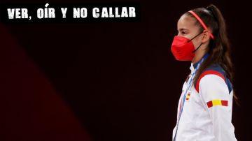 La española Adriana Cerezo recibe la medalla de plata
