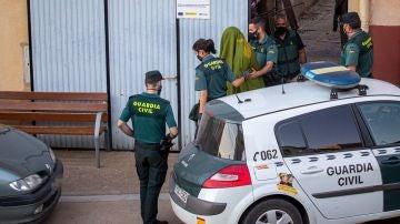 Imagen de la detención a un hombre por la desaparición de un joven en Entrena