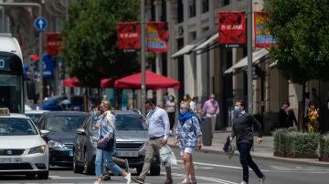 La nueva advertencia de la DGT es también para peatones y llevas toda la vida haciéndolo mal