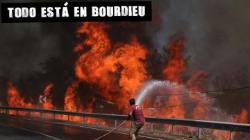 Un bombero combate el incendio forestal en el distrito de Marmaris (Turquía)