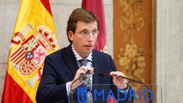 El alcalde de Madrid, José Luis Martínez-Almeida, durante un acto por la Virgen de la Paloma