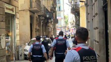 Los Mossos desalojan un hotel de Las Ramblas tras una pequeña explosión
